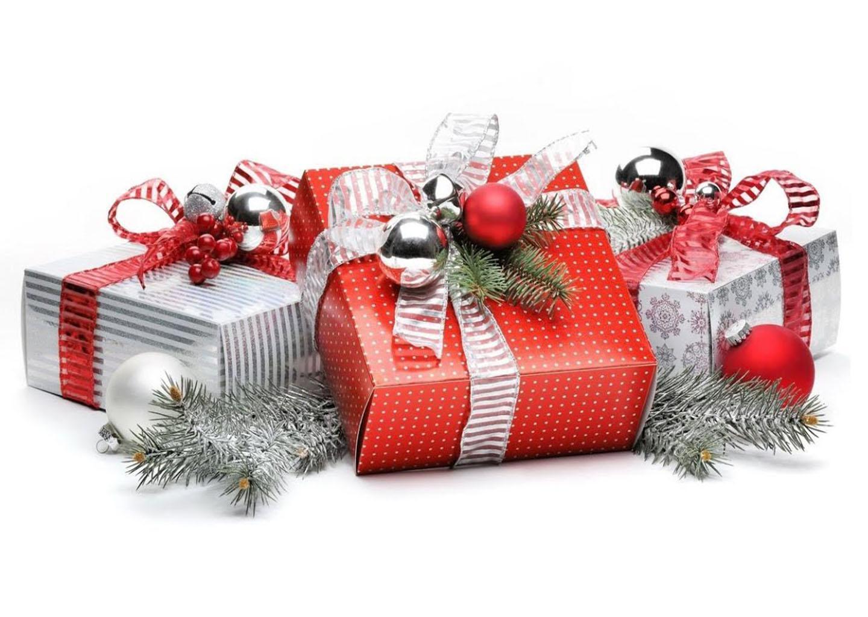 Новогодние подарки и сувениры - изображение